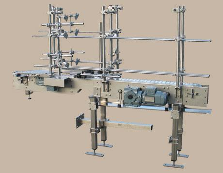 Produkttransport 1 - Scharnierbandförderer für Achswellen-Härteanlage