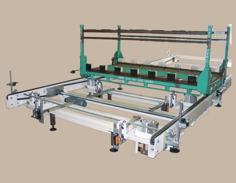 Produkttransport 2 - Kettenbahnsegment für den Transport von Fahrwerks-Komponenten in Spezial-Racks